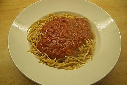 Spaghetti mit fruchtig - scharfer Tomatensoße 7