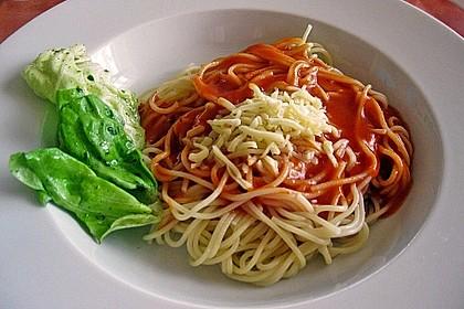 Spaghetti mit fruchtig - scharfer Tomatensoße