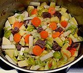 Deftige Kartoffelsuppe mit Klünkerle und Fleisch (Bild)