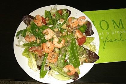 Salat von Zuckerschoten mit gebratenen Garnelen 1
