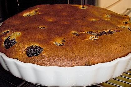 Bretonischer Kuchen mit Backpflaumen und Tee