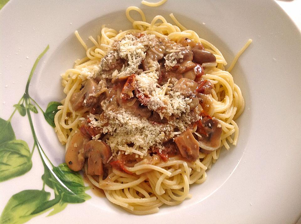 urmelis pasta mit pilz sherry sauce und getrockneten. Black Bedroom Furniture Sets. Home Design Ideas