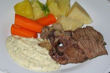Gekochtes Rindfleisch in Dillsauce