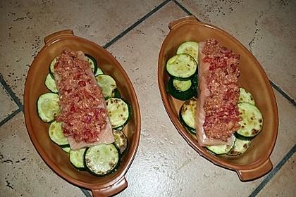 Wildlachs mit Tomatenkruste auf Zucchinibett 5