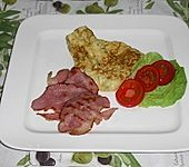 Scrambled eggs with bacon (Bild)