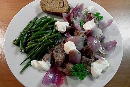Lammfleisch mit roten Zwiebeln mit Joghurt 0
