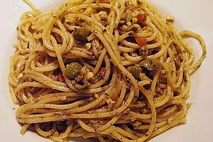 spaghettini mit oliven und sardellen von pro vit. Black Bedroom Furniture Sets. Home Design Ideas