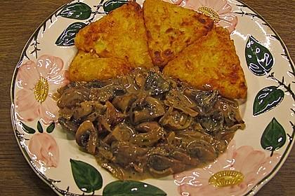 Champignons in Weißweinsauce auf Rösti 18
