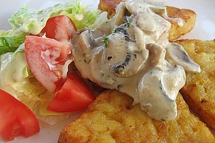 Champignons in Weißweinsauce auf Rösti