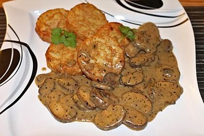Champignons in Weißweinsauce auf Rösti 1