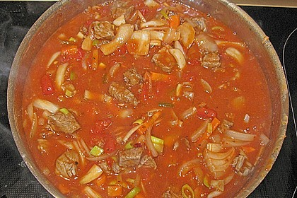 Gulasch vom Rind mit Schalotten und Paprika 26