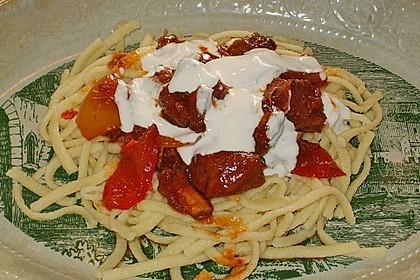 Gulasch vom Rind mit Schalotten und Paprika 24