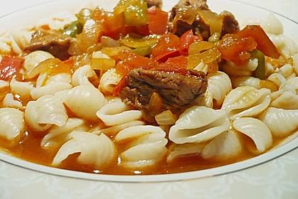 Gulasch vom Rind mit Schalotten und Paprika 7