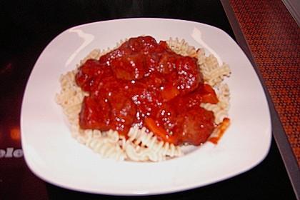 Gulasch vom Rind mit Schalotten und Paprika 32