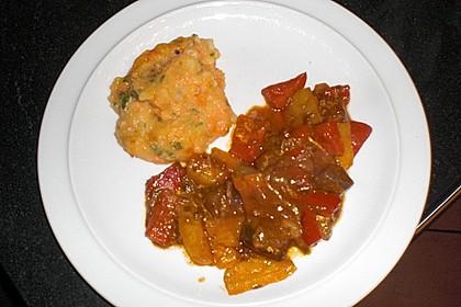 Gulasch vom Rind mit Schalotten und Paprika 25