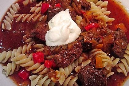 Gulasch vom Rind mit Schalotten und Paprika 9