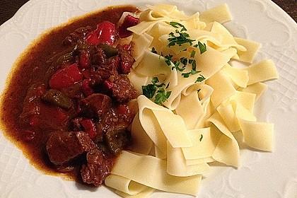 Gulasch vom Rind mit Schalotten und Paprika 1