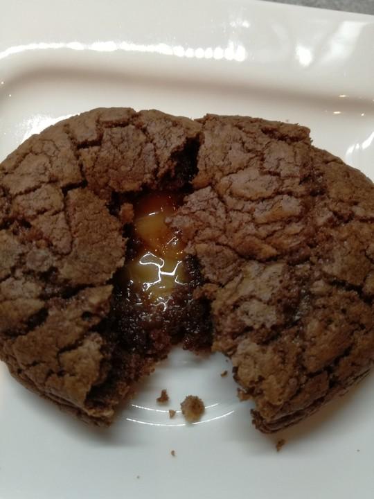 schokoladen cookies mit karamellkern rezept mit bild. Black Bedroom Furniture Sets. Home Design Ideas