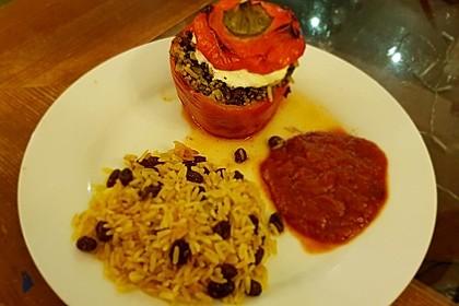 Gefüllte Paprika mit Joghurtsauce 22
