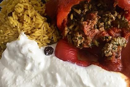Gefüllte Paprika mit Joghurtsauce 33