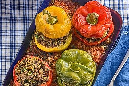 Gefüllte Paprika mit Joghurtsauce 68