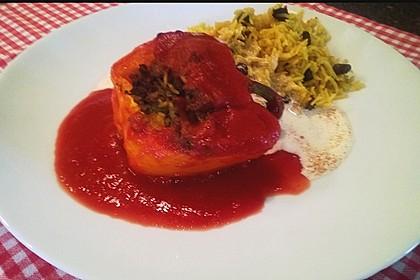 Gefüllte Paprika mit Joghurtsauce 23