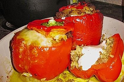 Gefüllte Paprika mit Joghurtsauce 39
