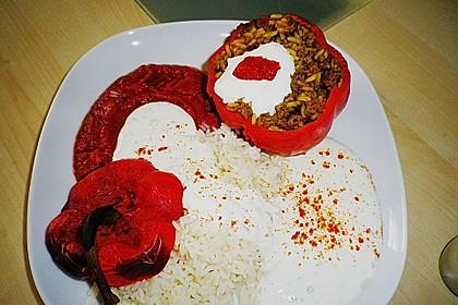 Gefüllte Paprika mit Joghurtsauce 52