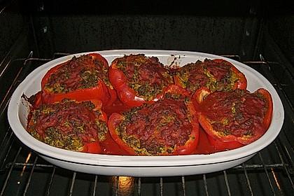 Gefüllte Paprika mit Joghurtsauce 42