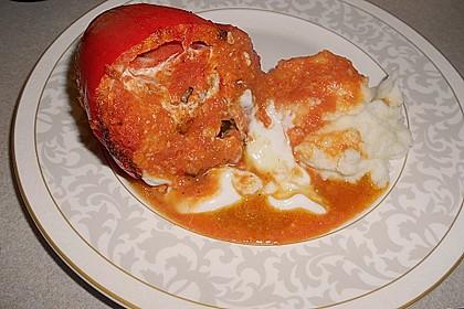 Gefüllte Paprika mit Joghurtsauce 59