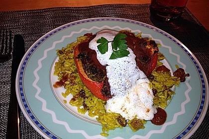 Gefüllte Paprika mit Joghurtsauce 36