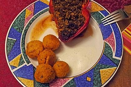 Gefüllte Paprika mit Joghurtsauce 65