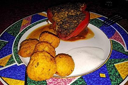 Gefüllte Paprika mit Joghurtsauce 66