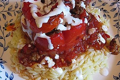 Gefüllte Paprika mit Joghurtsauce 44