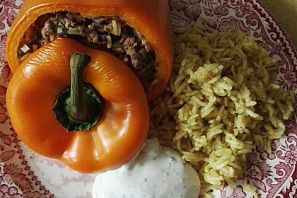 Gefüllte Paprika mit Joghurtsauce 30