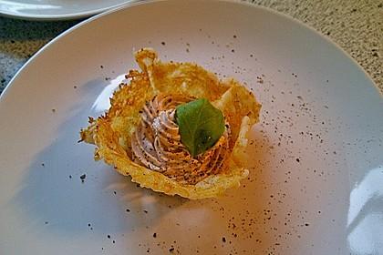 Ziegenkäsecreme in Parmesanhippen