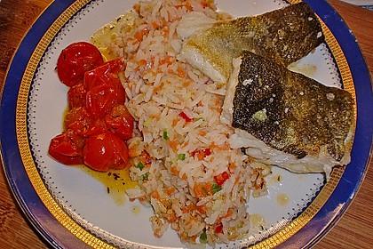 Skreitranche auf der Haut gebraten mit Schmortomaten  auf Ingwer - Gemüse - Reis 3