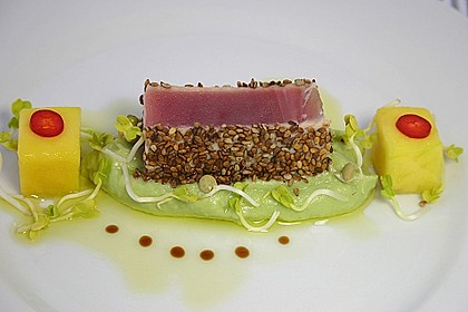 Thunfischfilet in Zimt-Sesam-Kruste auf Chili-Mango-Salat 1