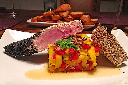Thunfischfilet in Zimt-Sesam-Kruste auf Chili-Mango-Salat 4