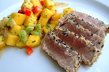 Thunfischfilet in Zimt - Sesam - Kruste auf Chili - Mango - Salat 8