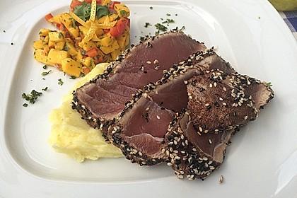 Thunfischfilet in Zimt - Sesam - Kruste auf Chili - Mango - Salat 22