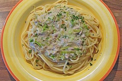 Nudeln mit Porree - Thunfisch - Soße 6