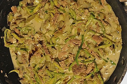 Nudeln mit Porree - Thunfisch - Soße 9