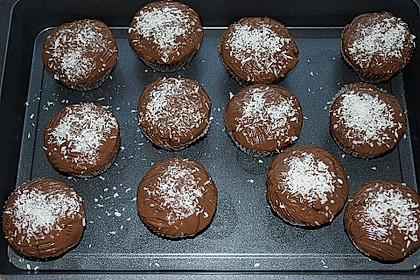 Schoko - Muffins mit Kokos - Herz 57