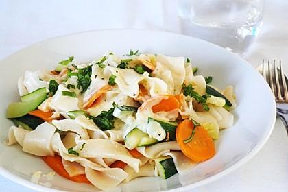 Nudeln mit Zucchini und Möhren und Frischkäse 5