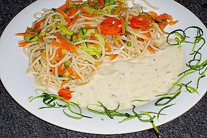 Nudeln mit Zucchini und Möhren und Frischkäse 2
