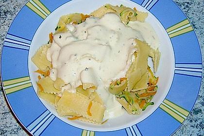 Nudeln mit Zucchini und Möhren und Frischkäse 3