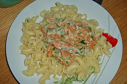 Nudeln mit Zucchini und Möhren und Frischkäse 12