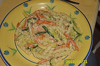 Nudeln mit Zucchini und Möhren und Frischkäse 4