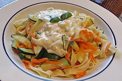 Nudeln mit Zucchini und Möhren und Frischkäse 6
